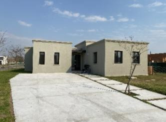 Casa En 1 Planta Con Lote A La Laguna. Con Pileta. San Matías.