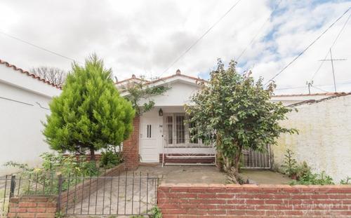 Casa Con Deposito En El Centro De Maldonado.- Ref: 54286