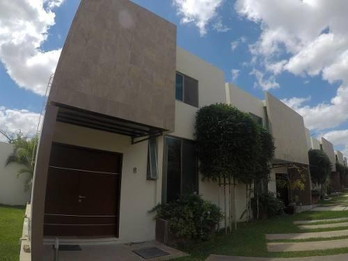 Casa En Renta En Fraccionamiento Privada Villa Cholul