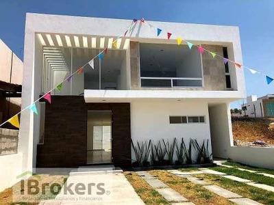 Casa En Venta En Lomas De Juriquilla. Hermosa Fachada. Cerca Area Verde. Única I