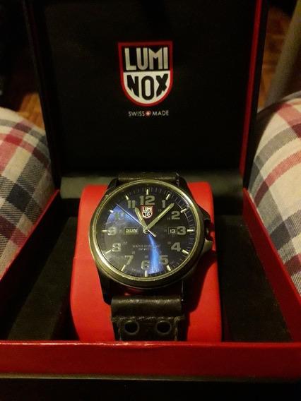Reloj Lumi Nox. Hombre Usado.
