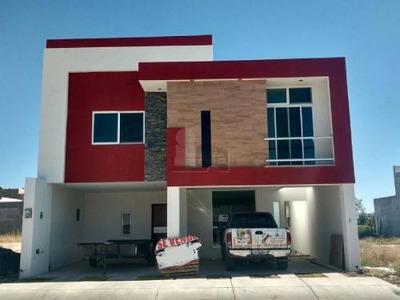 Casa En Venta En Residencial El Lago
