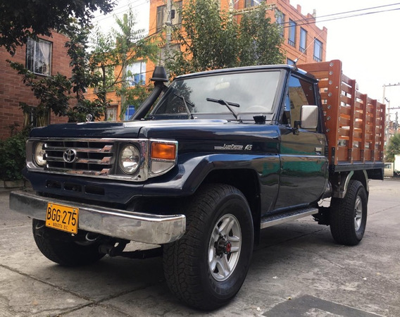 Toyota Land Cruiser 4.5 Estacas