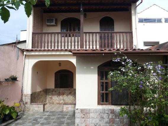 Casa Sobrado, De 2 Quartos, Próximo Ao Centro Da Cidade.