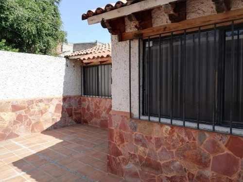 Linda Casa De Una Planta En Candiles, 2 Recamaras, T. 105 M2 C. 97 M2
