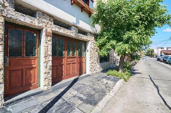 Casa - Numerosos Ambientes Y Garage - Visitala!