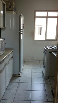 Apto:2quartos;1banheiro;cozinha;sala;lavanderia;1 Garagem