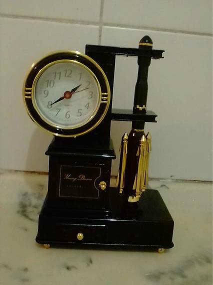 Relógio Modelo Antigo De Plástico