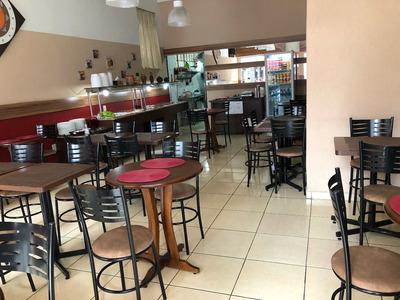 Restaurante No Centro De Curitiba, Funcionando Normalmente