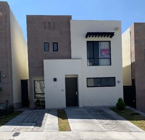 Casa En Renta. Zibata. Rcr190210-tk