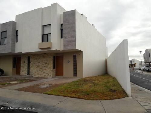 Casa En Renta En El Refugio, Queretaro, Rah-mx-19-2242