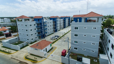Apartamentos En Residencial Yesenia