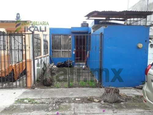 Venta Casa 2 Habitaciones Papantla Veracruz. Se Vende Casa Con Dos Habitaciones, Sala, Comedor, Cocina, Un Baño Completo, Consta De Una Sola Planta, Estacionamiento Con Portón, Área De Lavado Techada