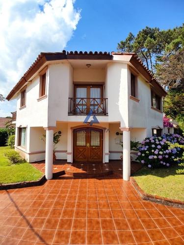 Muy Buena Casa En Venta En La Zona Mas Linda De Playa Mansa.- Ref: 5676