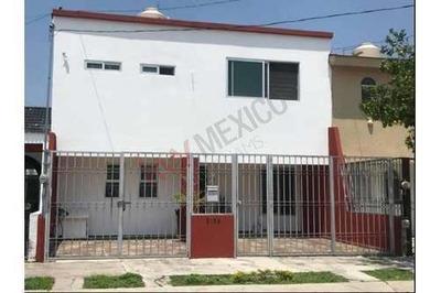Casa En Renta En La Estancia Con Habitaciones En Planta Baja