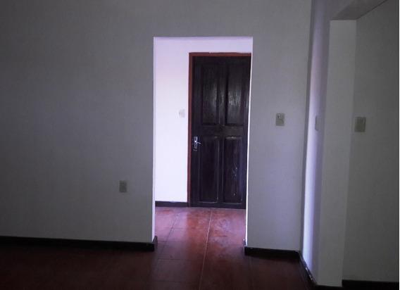 Casa De 7 Ambientes, 2 Baños Y Garaje