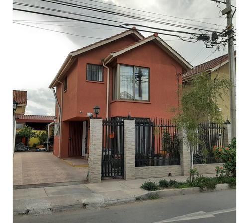 Imagen 1 de 27 de Hermosa Casa En Venta De 3 Hab. 2 Baños Y Medio, 3 Puestos D