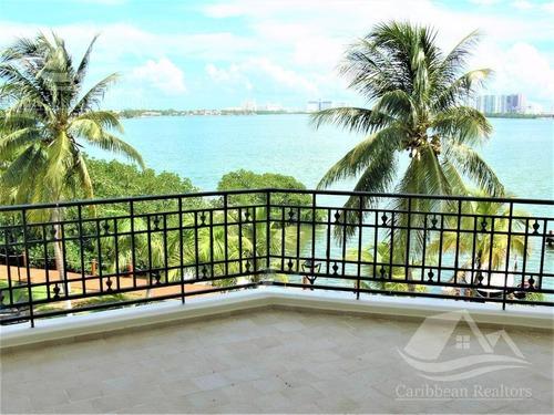 Departamento En Venta En Cancun/zona Hotelera/isla Dorada/punta Dorada