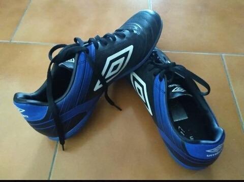 Zapatos Para Fútbol Sala Suela Lisa Marca Umbro Original