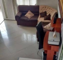 Casa Bifamiliar En Venta - Sector La Esperanza, Doce De Octubre