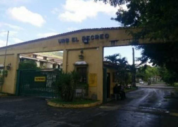 Townhouse Familiar En La Victoria. Urb. El Recreo.