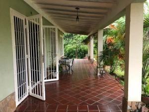 Casa En Venta En Safari Country Clud Valencia 19-2033 Valgo
