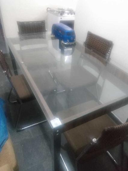 Mesa De Jantar Ou Sala De Estar Semi-usada,vidro, 4 Cadeiras