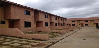 Bello Town House Conj. Res. Aguamanil Naguanagua