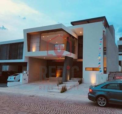 Lujosa Casa De 3 Hab. En Cumbres Del Lago.