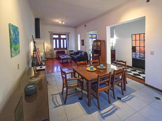 2 Dormitorios Con Cochera, Terraza Y Patio