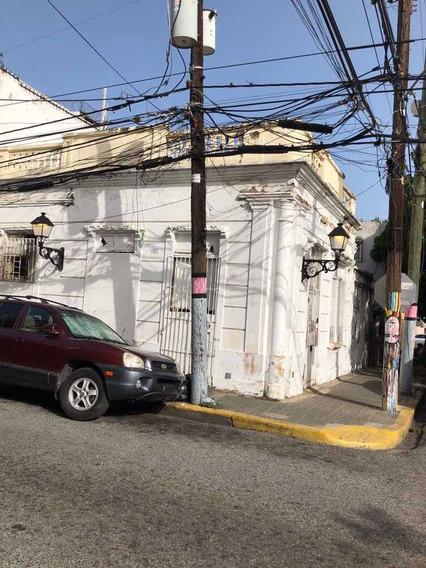 Casa A Renovar En La Zona Colonial.
