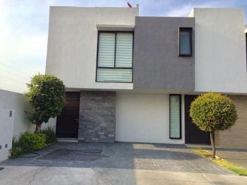 Preciosa Casa En El Refugio, Alberca, 3 Recamaras, Jardín..