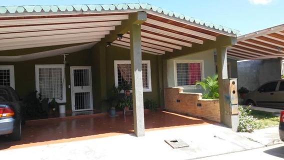Casa En Venta En Bosques De Camorucos 19-1703 Rb