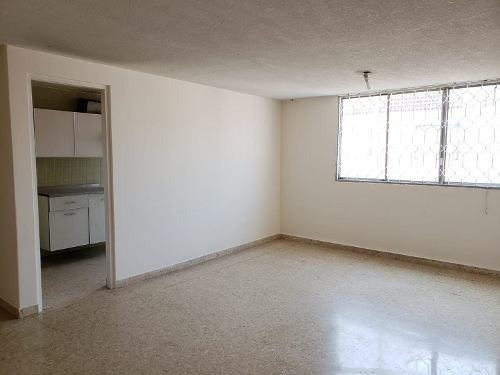 Departamento En Venta Muy Amplio En Colonia San Rafael,cdmx.