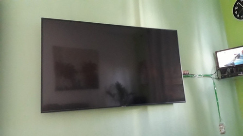 Imagem 1 de 10 de Tv Samsung De 65polegadas 4k