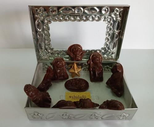 Nacimiento De Chocolate En Caja De Hojalata