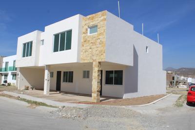 Casa De 3 Recámaras Y 3 Baños León En Zona Residencial