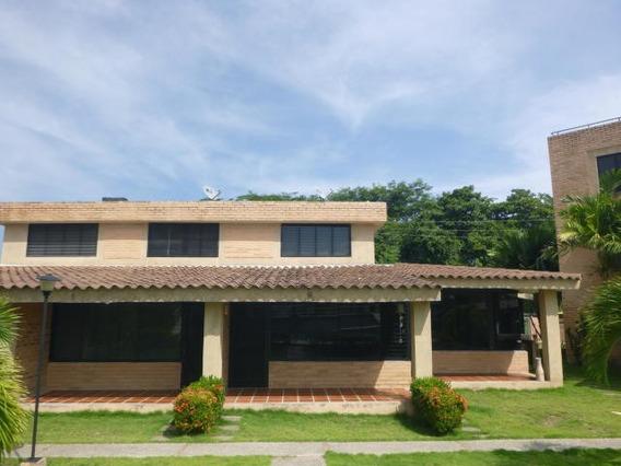 Townhouse En Venta En Los Canales De Rio Chico 20-3338