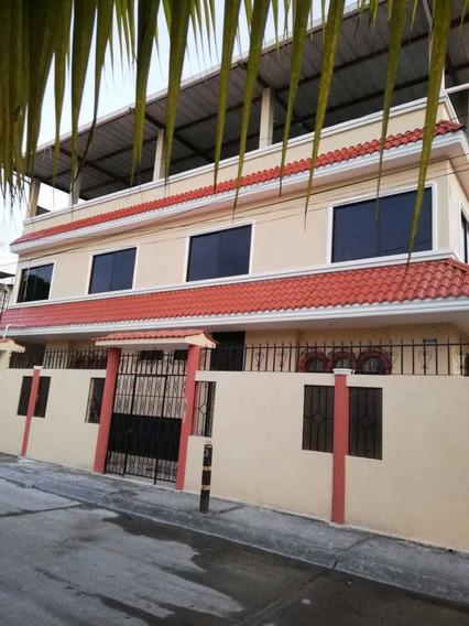 Vendo Casa Esquinera De 3 Pisos En El Sector Guayacanes 1