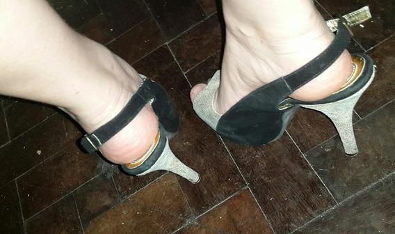 Zapatos Gamuza Negra Con Capellada Y Taco En Cuero Dorado