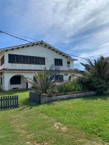 Casa Frente Al Mar- Playa Brava- 4 Dormitorios- Ref: 1324
