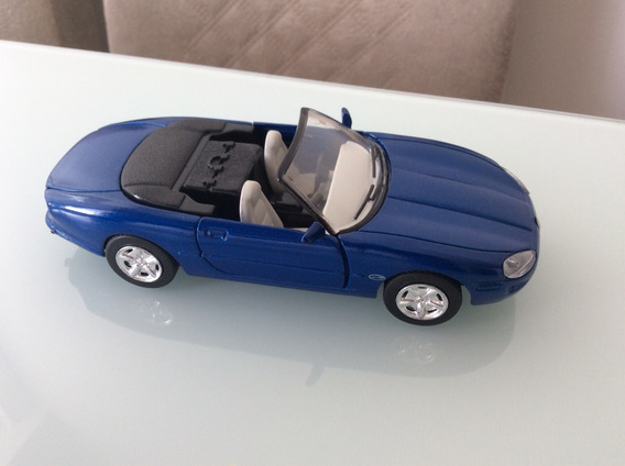 Carrinho De Metal - Jaguar Xk8 - Escala 1:32