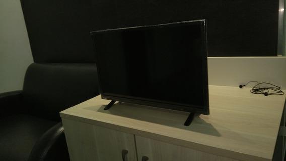 Tv 24 Philco Ph24e30d - (tela Trincada Porem Funcionando)