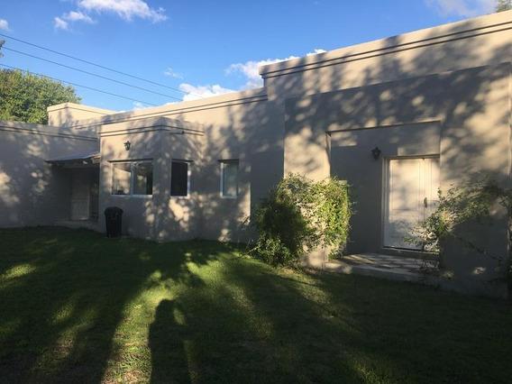 Casa En Pilar, Barrio Cerrado, Venta O Alquiler, 3 Cuartos Y Dependencia. Bajas Expensas
