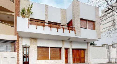 Casa Venta 3 Dormitorios 2 Baños 1 Terraza 2 Cocheras 165mts 2 Totales  - La Plata