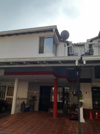 Casa De 4 Habitaciones En Urb. Girasol