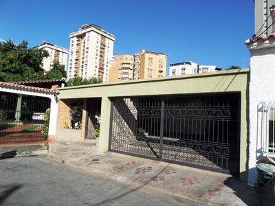 Casa Quinta En Venta En Urb. El Centro, Maracay Hecc 17-1584