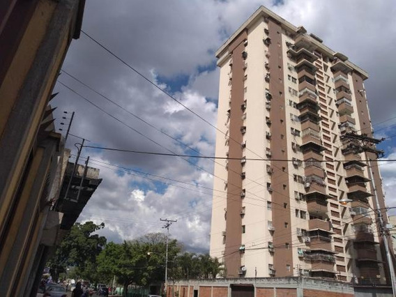 Apartamento En Venta En Urb El Centro, Maracay/ 19-7860 Wjo