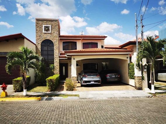 Casa Casi Nueva 2 Pisos, 4cuartos, 3 Baños Muy Bonita