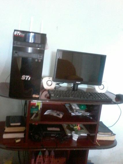 Um Computador Sti Semp Toshiba Usado Em Perfeito Estado